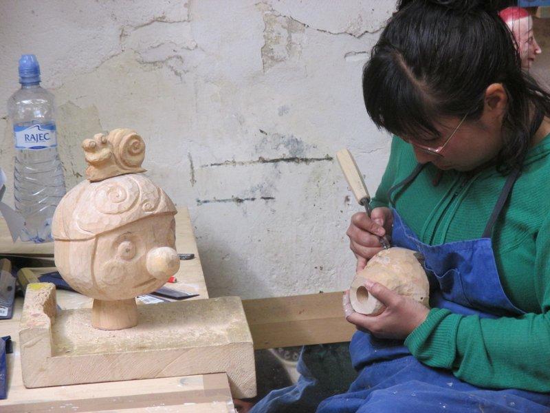 Puppets in Prague workshop 2013-carving3